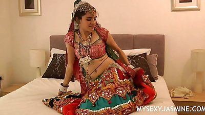 Gujarati indian college babe jasmine mathur garba dance